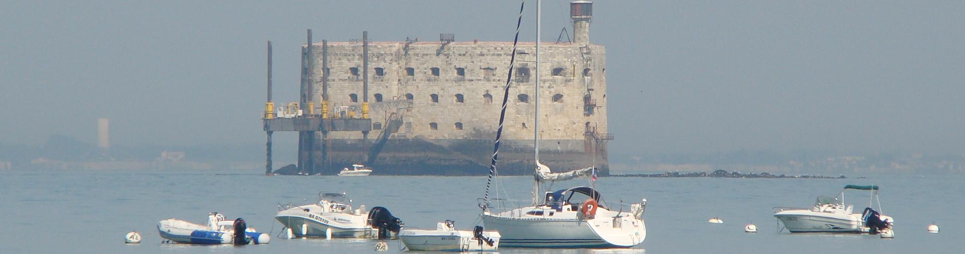 Admirez Fort Boyard proche de l'île d'Oléron