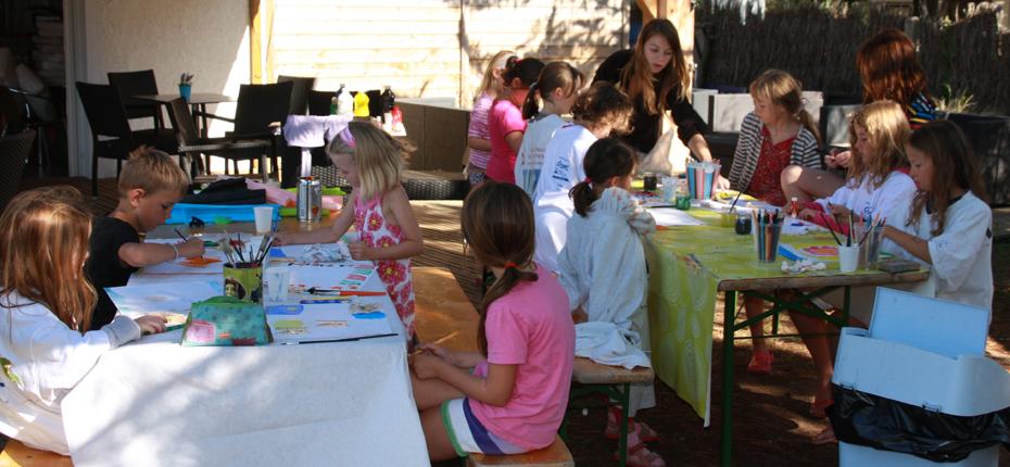 A Saint Georges d'Oléron, les enfants s'amusent au camping