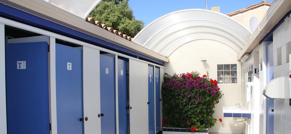 Nos sanitaires couverts sont à votre disposition au camping sur Oléron