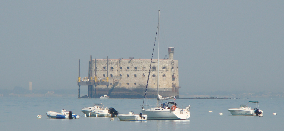 Au large, apercevez Fort Boyard