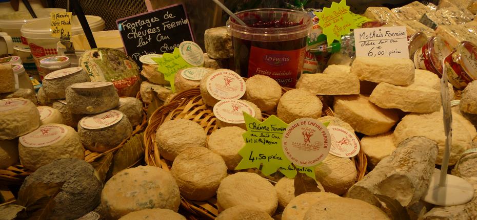 Appréciez les différents fromages du marché non loin de notre camping
