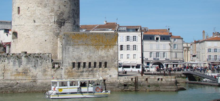 Appréciez la tour de la chaîne à la Rochelle