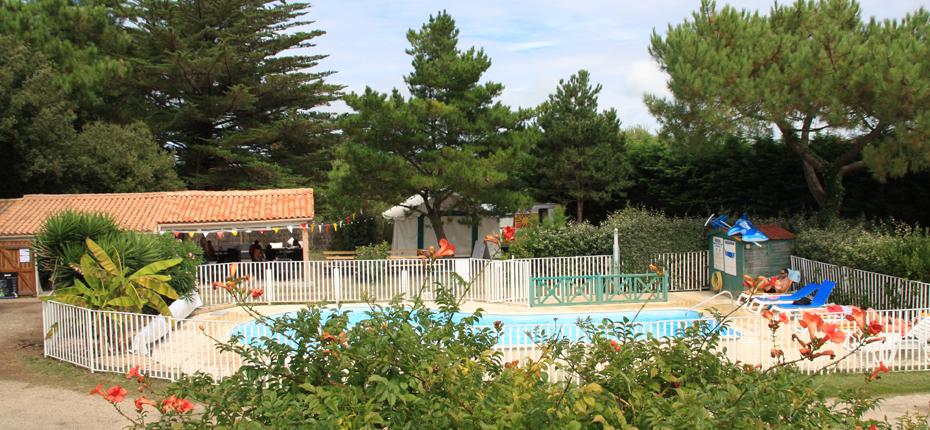 Reposez vous à la piscine de notre camping sur Oléron