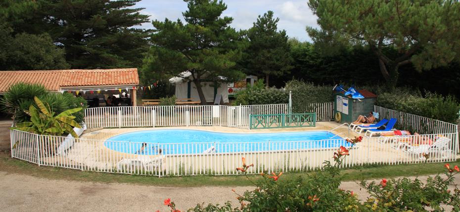 Bronzez autour de notre piscine sur Oléron
